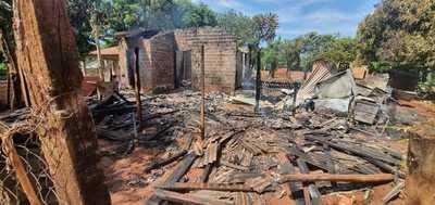 Fuego consumió una vivienda y dejo en la calle a una mujer