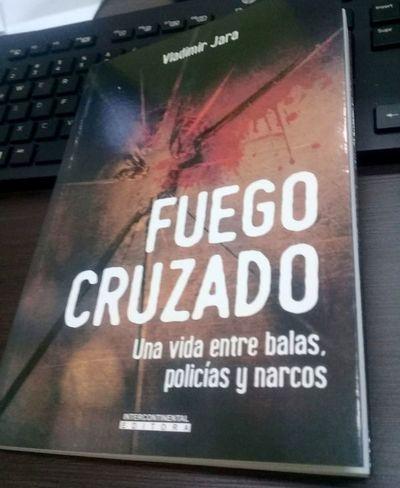 "Periodista presenta hoy ""Fuego cruzado"""