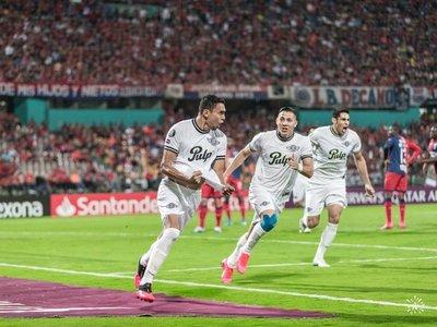 Los goles de Bocanegra y Tacuara
