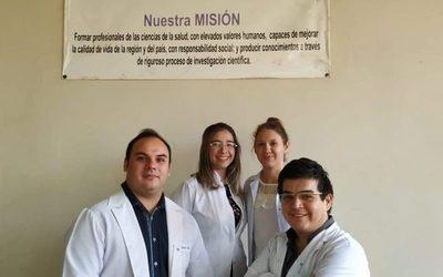 Egresan cuatro nuevos médicos cirujanos  de la Universidad Nacional del Este
