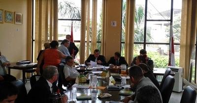 Tras debate sobre impunidad y nulo control municipal, concejales resuelven reunirse con directores a vuelta del receso