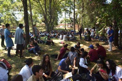 Estudiantes exigen más inversión en colegio encarnaceno