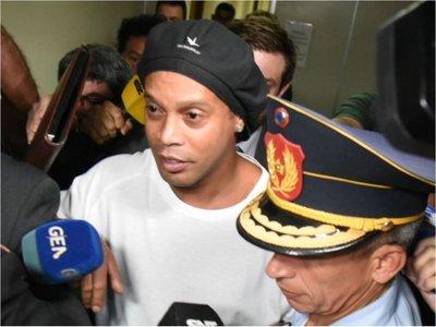 Fiscal ordena que Ronaldinho sea recluido en la Agrupación