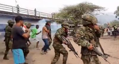 Tropas colombianas se movilizan hacia la frontera con Venezuela