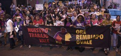 Mujeres en lucha y movilizadas en contra de la precarización