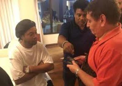Detienen a tres funcionarios más por caso de Ronaldinho