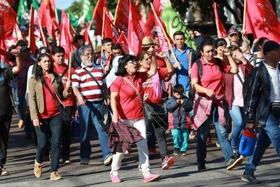 Campesinos preparan tradicional marcha en Asunción, el 26 y 27