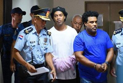 Ronaldinho seguirá preso en Paraguay
