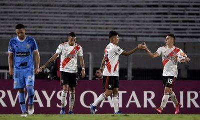 """River """"basurea"""" en Copa, con Robert Rojas como pilar y anotando un gol"""