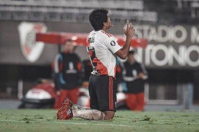 Rojas aporta un gol en la paliza 8-0 de River