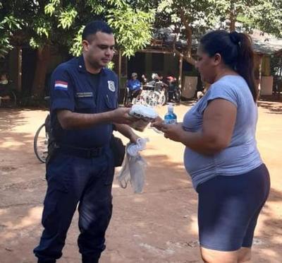 Agentes de la comisaría 5ª donan tapabocas a hogar de ancianos