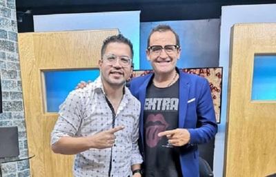 """Pianito enseñó a Álvaro Navia el saludo """"anti coronavirus"""""""
