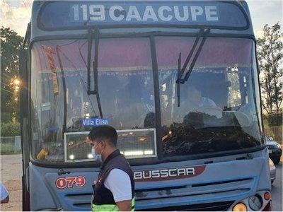 Multan a empresas de transporte por llevar a pasajeros parados