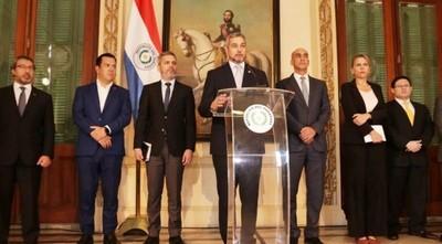 """Mario Abdo pide orar ante COVID-19: """"Dios va a proteger al Paraguay"""""""