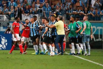 Escandaloso clásico Gaúcho: batalla campal, 8 expulsados y 105 minutos de partido