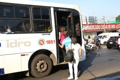 Buses militares gratis para traslado a trabajadores