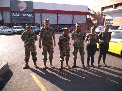 Militares realizan charlas en sitios con aglomeración ante el Covid-19