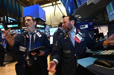 Wall Street se sigue hundiendo tras suspender operaciones