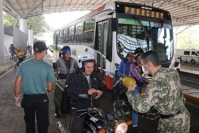 Improvisado control en frontera de Ciudad del Este