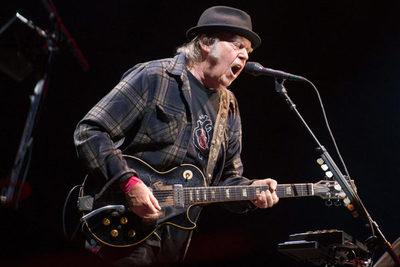 Neil Young hará conciertos desde su casa