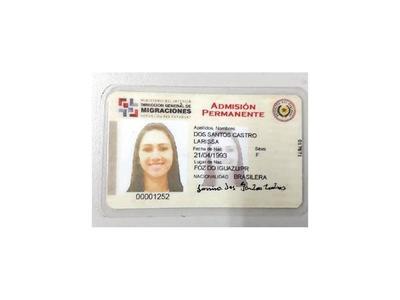 Mujer intentó ingresar al país con  documento falsificado