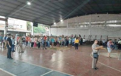¿Y la cuarentena?: multitud en la Muni de San Lorenzo