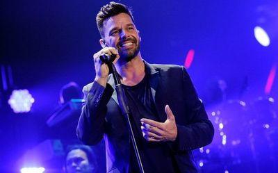 "Ricky Martin: ""brutos"" e ""ignorantes"" quienes rechazan aislarse por COVID-19"