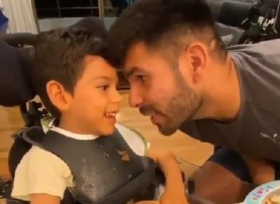 VIDEO: Futbolista le canta a su hijo que padece encefalopatía crónica