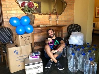 Karlinho Rolón celebra su cumpleaños donando insumos al personal de blanco