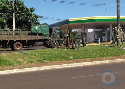 Fuerzas Armadas de la Nación sigue colocando barricadas de alambre de púas sobre la línea fronteriza