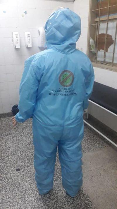 Emprendedores donan trajes y tapabocas a hospitales y comisarías
