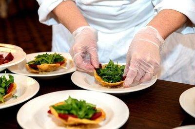 Gremio de restaurantes sostiene que muchos no podrán pagar salarios
