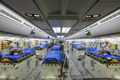 Al interior del imponente avión militar que Alemania envió a Italia para recoger a enfermos de coronavirus
