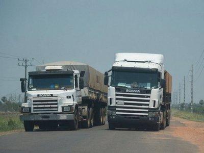 Consulado asiste a camioneros en Bolivia ante cierre de fábricas por Covid-19