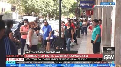 Fila de más de una cuadra frente al Correo Paraguayo
