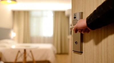COVID-19 golpea a hoteles: el 97 % está cerrado y hay despido de personal