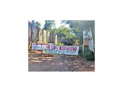 Pobladores de barrios caacupeños impiden ingreso a los visitantes