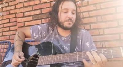 José Ayala cantó un tema de 'Red Hot Chili Peppers'