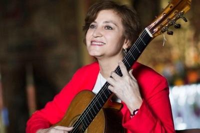 Berta Rojas y la Orquesta Sinfónica regalan serenata al personal de blanco