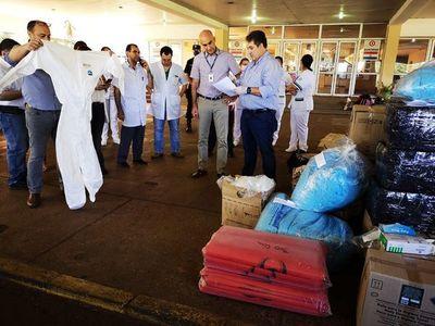 Firmas donan vestuarios médicos y tapabocas