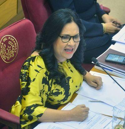 Senado destituye a María Eugenia Bajac por mentir sobre uso de viáticos