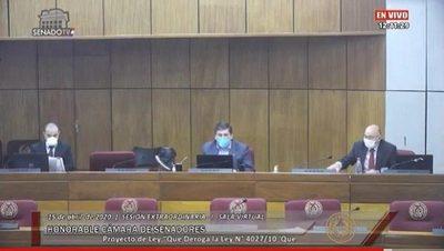 Senadores aprueban proyecto para recortar privilegios