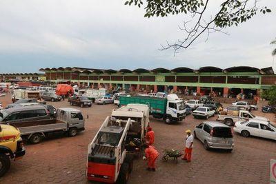 Comuna trabaja en limpieza y pulverizado en el Mercado de Abasto