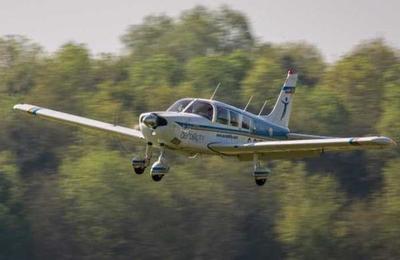 Avión realiza un aterrizaje de emergencia en medio de una autopista en Canadá