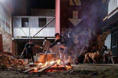 Barrios populares de Argentina organizan reparto de comida ante la pandemia
