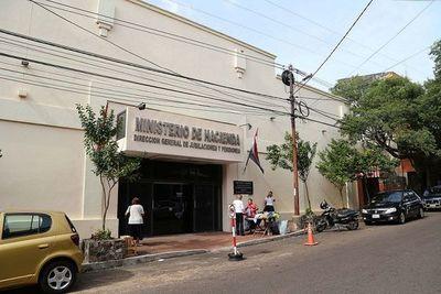 Jubilados piden suspender los descuentos a sus haberes