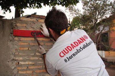 Escuela Solidaria urbaniza a familias