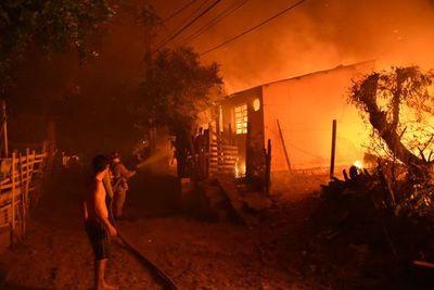 Fuego destruye al menos cinco viviendas en Trinidad