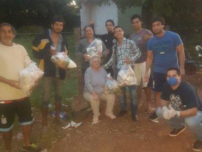 Amigos futboleros se unieron para donar alimentos