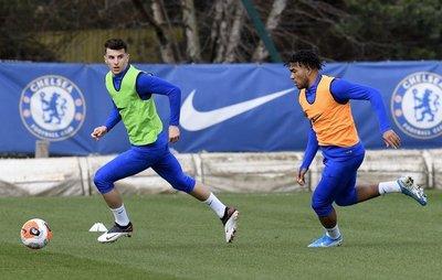 Chelsea mantiene salario de sus jugadores